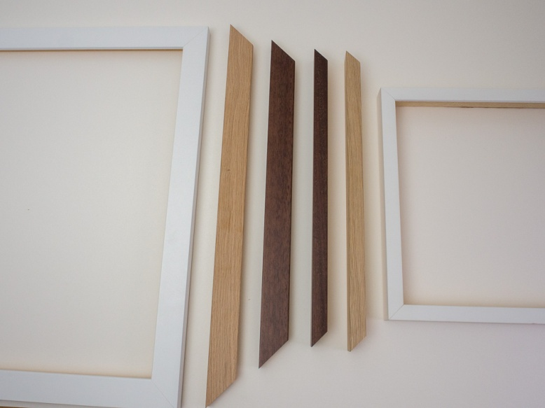 The larger mouldings on the left for large size frames, the thinner mouldings on the right for small and medium size frames